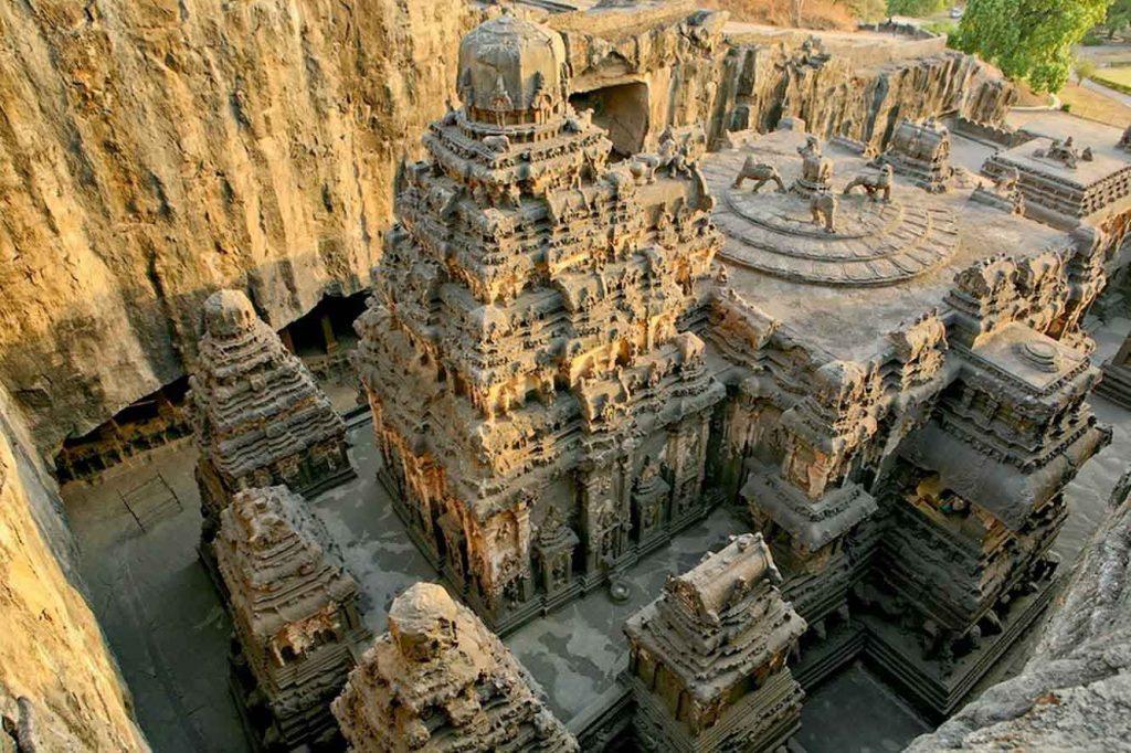 Ancient-Hindu-Temple-1024x682 - amazingholidaysbangalore