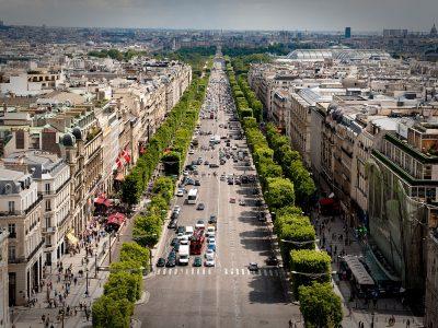 1200px-Avenue_des_Champs-Élysées_July_24,_2009_N1