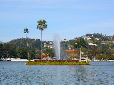 Island_of_Kandy_lake
