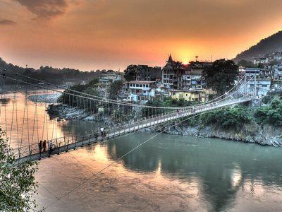 Lakshman-Jhula-in-Rishikesh-Tylersundance-wikimedia (1)
