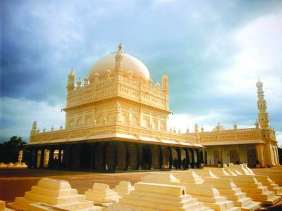 Tipu-Sultan-Gumbaz-with-Mosque-for-daily-prayers-even-to-this-dayck