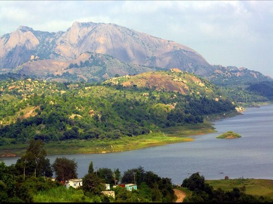 Manchanabele Dam Trekking with Ruppis Resort - amazingholidaysbangalore